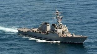 المدمرة الأمريكية يو إس إس جون إس. ماكين في 21 آذار/مارس 2013-صورة وزعتها البحرية الأمريكية