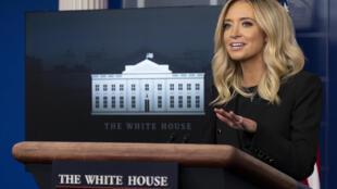 المتحدثة الاعلامية الجديدة للبيت الأبيض كايلي ماكيناني في أول مؤتمر صحافي لها في الأول من أيار/مايو 2020