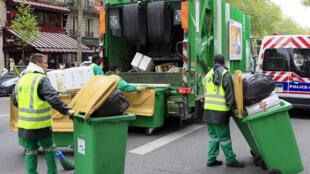 عمال نفايات في باريس - 02/05/2012