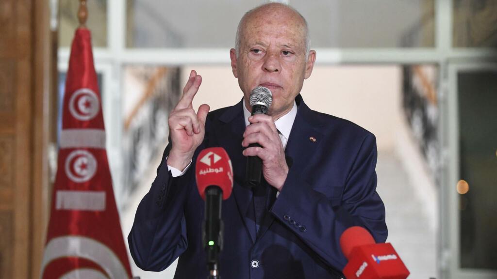 سعيد يعلن أن تشكيل الحكومة سيكون خلال ساعات ويؤكد أن تونس ليست تحت وصاية أي كان thumbnail