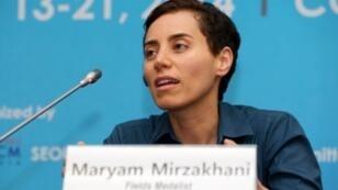 عالمة الرياضيات الإيرانية مريم ميرزاخاني خلال مؤتمر في العاصمة سول، في 13 آب/أغسطس 2014