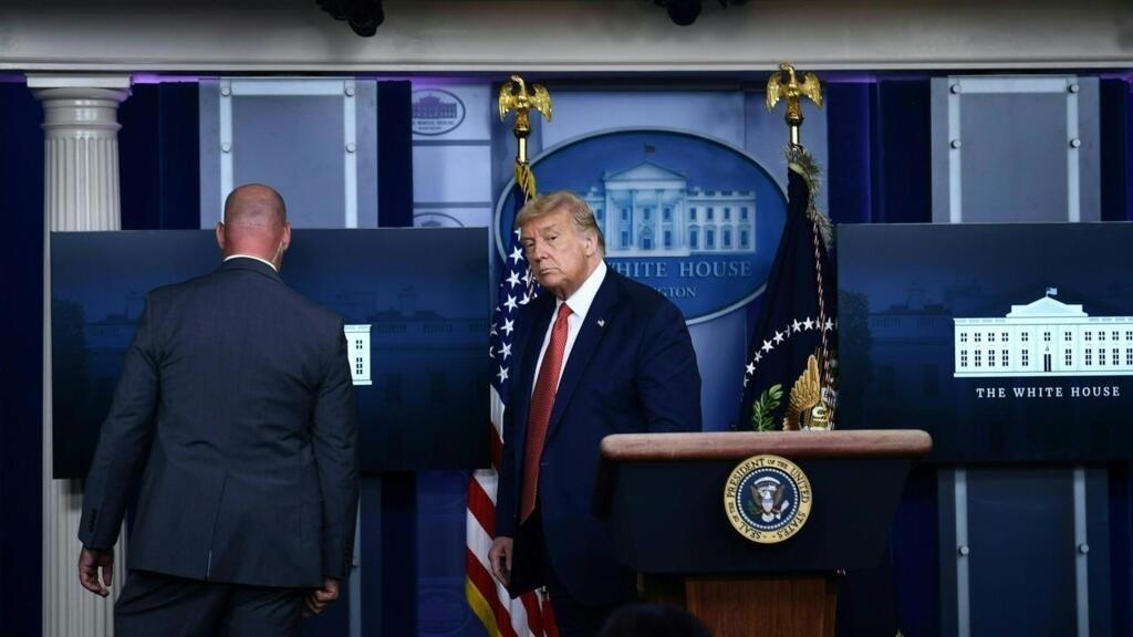 الرئيس الأمريكي يقطع مؤتمرا صحفيا عقب إطلاق نار خارج البيت الأبيض