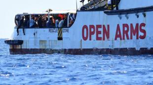Archivo-Imagen del barco humanitario Open Arms, cerca a la costa italiana de Lampedusa, el 16 de agosto de 2019.