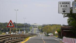 L'autoroute en direction du quartier Esposizione Universale, à Rome, le 13 avril 2020.