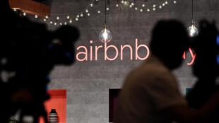Airbnb, une des entreprises emblématiques du tourisme mondialisé, va se séparer de 25% de ses 7.500 employés