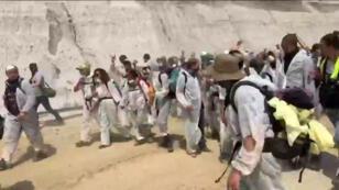 Plusieurs centaines d'activistes anti-charbon ont pénétré dans une mine à ciel ouvert de l'ouest de l'Allemagne, le 22juin2019.