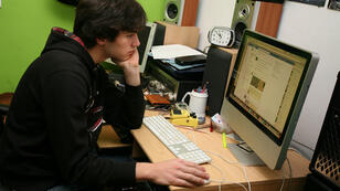 """Avant de se résoudre d'aller """"voir quelqu'un"""" comme le veut l'expression consacrée volontairement pudique, de nombreuses personnes esseulées passent d'abord par cette lucarne sur le monde qu'est l'écran d'ordinateur."""
