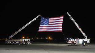 Un immense drapeau avait été déployé sur le tarmac de la base militaire d'Andrews, près de Washington, pour le retour des trois Américains, le 10 mai 2018.