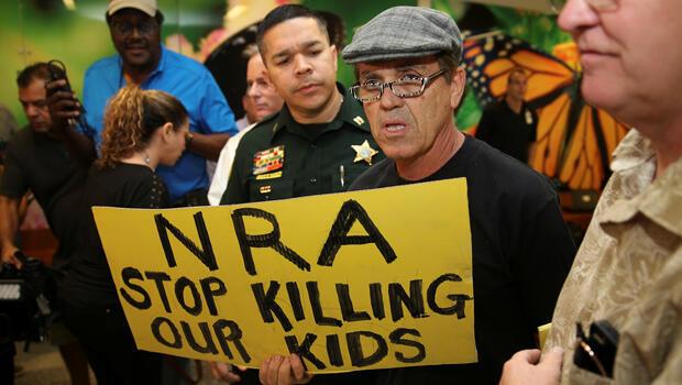 """""""NRA, deja de matar a nuestros niños"""""""