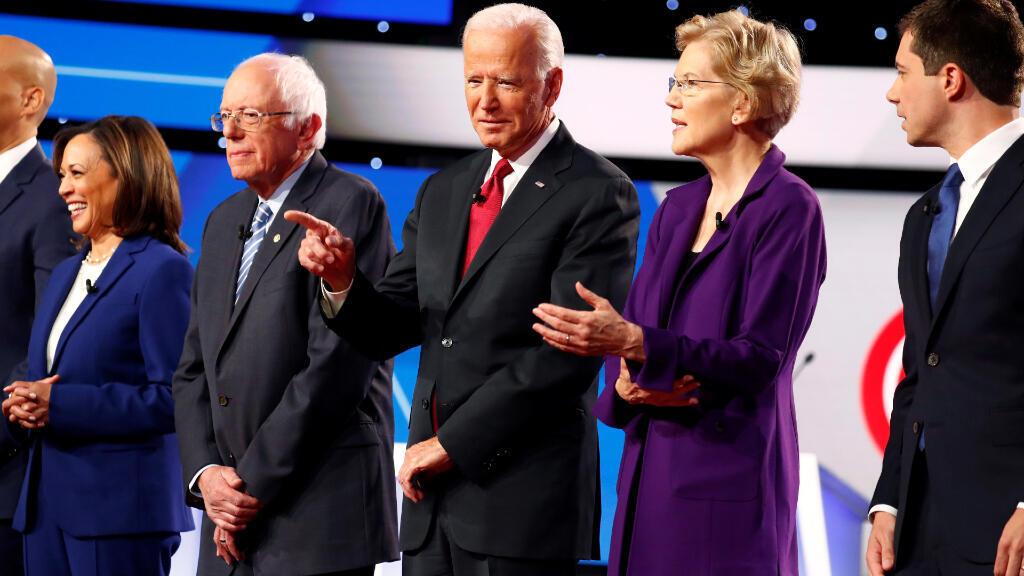 La senadora Warren, el senador Sanders y el exvicepresidente de Estados Unidos, Joe Biden, son los favoritos en las encuestas, pero los tres superan los 70 años de edad. Foto del debate del 15 de octubre el Ohio.