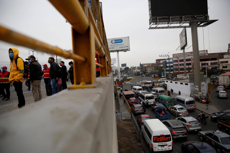 Parada de autobús en Lima, Perú, el 1 de julio de 2020