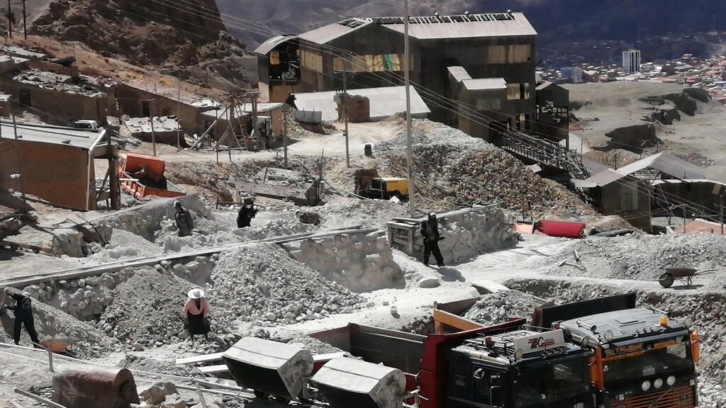 Las faldas del Cerro Rico de Potosí, que está amenazado por derrumbes internos debido a su intensa explotación. Fotografía tomada el 17 de septiembre de 2021.