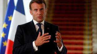 الرئيس الفرنسي إيمانويل ماكرون في قصر الإليزيه في 4 مايو/أيار 2020.