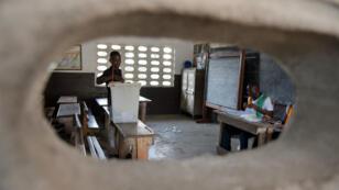 Dans un bureau de vote de Port-Bouët, à Abidjan, lors d'un scrutin local le 16 décembre 2018.