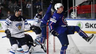 Le français Antoine Rossel célèbre son but face à la Finlande.