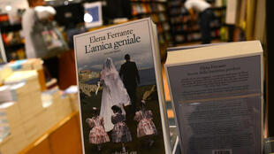 "L'un des livres de la saga ""L'Amie prodigieuse"" d'Elena Ferrante"
