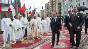 - العاهل المغربي برفقة الرئيس الفرنسي خلال زيارته للمغرب في 2013