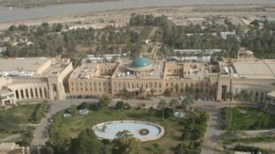 القصر الجمهوري في المنطقة الخضراء ببغداد.