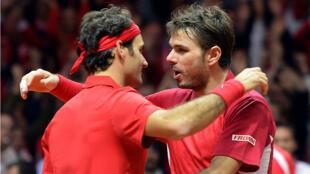 Roger Federer (à gauche) et Stan Wawrinka ont remporté le double de la finale de Coupe Davis, samedi 22 novembre.