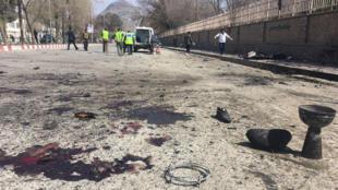 La police afghane sur le site de l'attentat, le 21 mars 2018 à Kaboul.