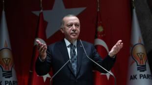 El presidente turco Recep Tayyip Erdogan durante un discurso frente a los integrantes de su partido AK este 10 de octubre de 2019 en Ankara, Turquía.