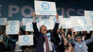 Nigel Farage (au centre) en meeting à Londres, le 21mai2019.