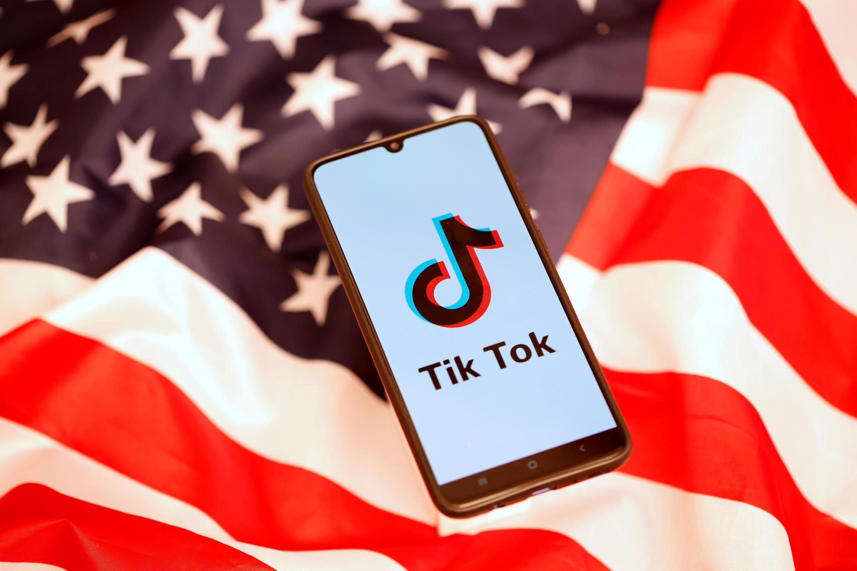 Tiktok, le réseau social d'origine chinoise, essaie depuis plus d'un an de convaincre Washington qu'il n'est pas à la solde de Pékin.