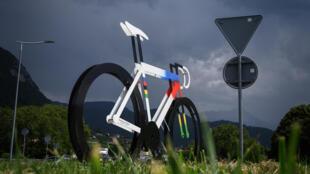 Sur un rond-point près d'Aigle (Suisse), où devaient se dérouler les Mondiaux-2020 de cyclisme