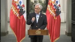El presidente de Chile, Sebastián Piñera, durante la comunicación pública de este sábado 26 de octubre desde el palacio de la Moneda, la sede del Ejecutivo en Santiago de Chile.