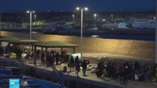 مهاجرون وصلوا إلى سواحل جزيرة لامبيدوزا