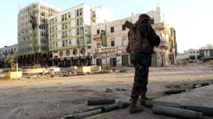 جندي ليبي في بنغازي في 28 شباط/فبراير 2015
