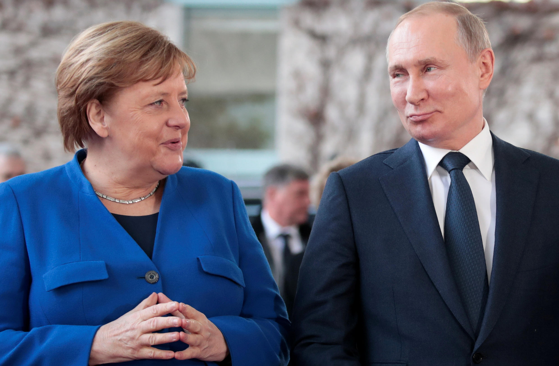 Jusqu'à présent la chancelière allemande Angela Merkel ne s'est jamais montrée particulièrement ferme face à la Russie de Vladimir Poutine.