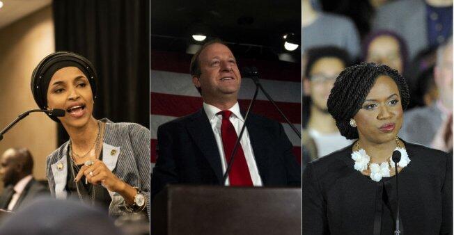 Les élus Ilhan Omar (gauche), Jared Polis (centre) et Ayanna Pressley (droite).