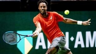 Monfils edged out Wawrinka in three sets