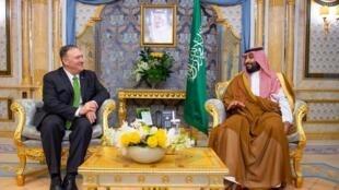 Le secrétaire d'État américain à Jeddah avec le prince saoudien Mohammed benSalmane, le 18septembre2019.