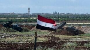 بطارية صواريخ غراد تابعة للجيش السوري في حماه شمال غرب سوريا في 4 أيار/مايو 2016