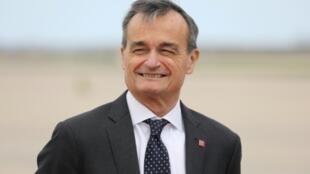 السفير الفرنسي جيرار آرو في قاعدة ميريلاند الجوية في ولاية ميريلاند الأمريكية في 23 نيسان/أبريل 2018