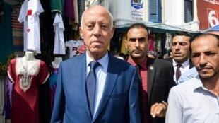 Kaïs Saïed en campagne, le 10 septembre dans les rues de Tunis.