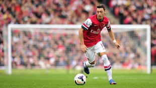 Le milieu de terrain d'Arsenal Mesut Özil