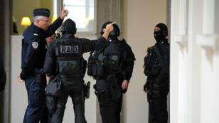 Les perquisitions au domicile de la jeune fille à Melun ont été menées par des membres du Raid.