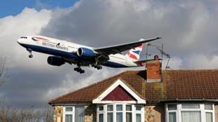 Un Boeing 777 aterriza en Londres el 5 de febrero de 2021