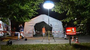Les secours allemands ont organisé un centre de soins d'urgence à proximité du centre commercial où s'est déroulée la fusillade vendredi 22 juillet 2016.