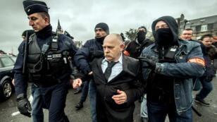 Willy Destierdt, l'un des organisateurs, arrêté samedi par les forces de l'ordre, à Calais.