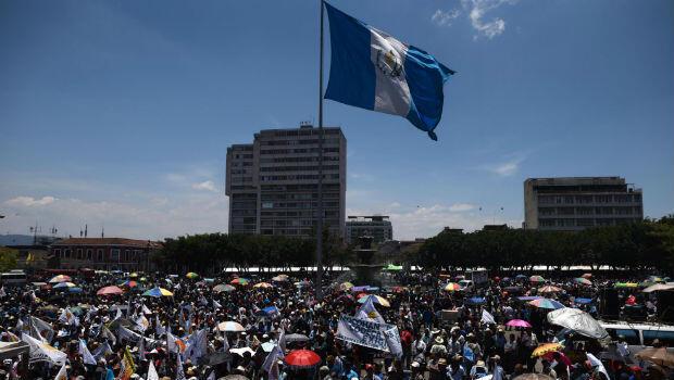 Cientos de indígenas y campesinos se reunieron en las principales calles de Ciudad de Guatemala el 24 de abril de 2018 para pedir la renuncia del presidente Morales.