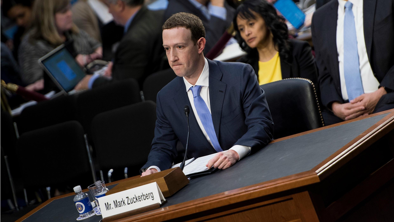 Mark Zuckerberg, el fundador y director de Facebook, durante su audiencia ante el Senado de Estados Unidos, en pleno escándalo de filtración de los datos de millones de usuarios de su plataforma, el 10 de abril de 2018, en Washington.