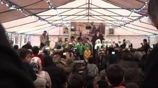 Chaque année, depuis 40 ans, des partisans de la république islamique se retrouvent à Neauphle-le-château pour commémorer le retour en Iran de l'ayatollah Khomeini.