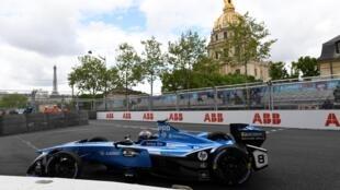 Formule E de l'écurie Renault E.Dreams durant les essais sur le circuit de l'ePrix de Paris, le 28 avril.