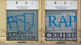 """Avec """"Tag Clouds"""", Mathieu Tremblin rend lisibles les tags de cette boutique de Lyon (montage Mashable)."""