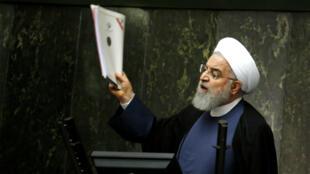 Sommé de s'expliquer, Hassan Rohani n'a pas reussi à convaincre le Parlement.