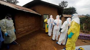 Une équipe de décontamination à Beni, dans l'est de la République démocratique du Congo, le 8 octobre 2019.